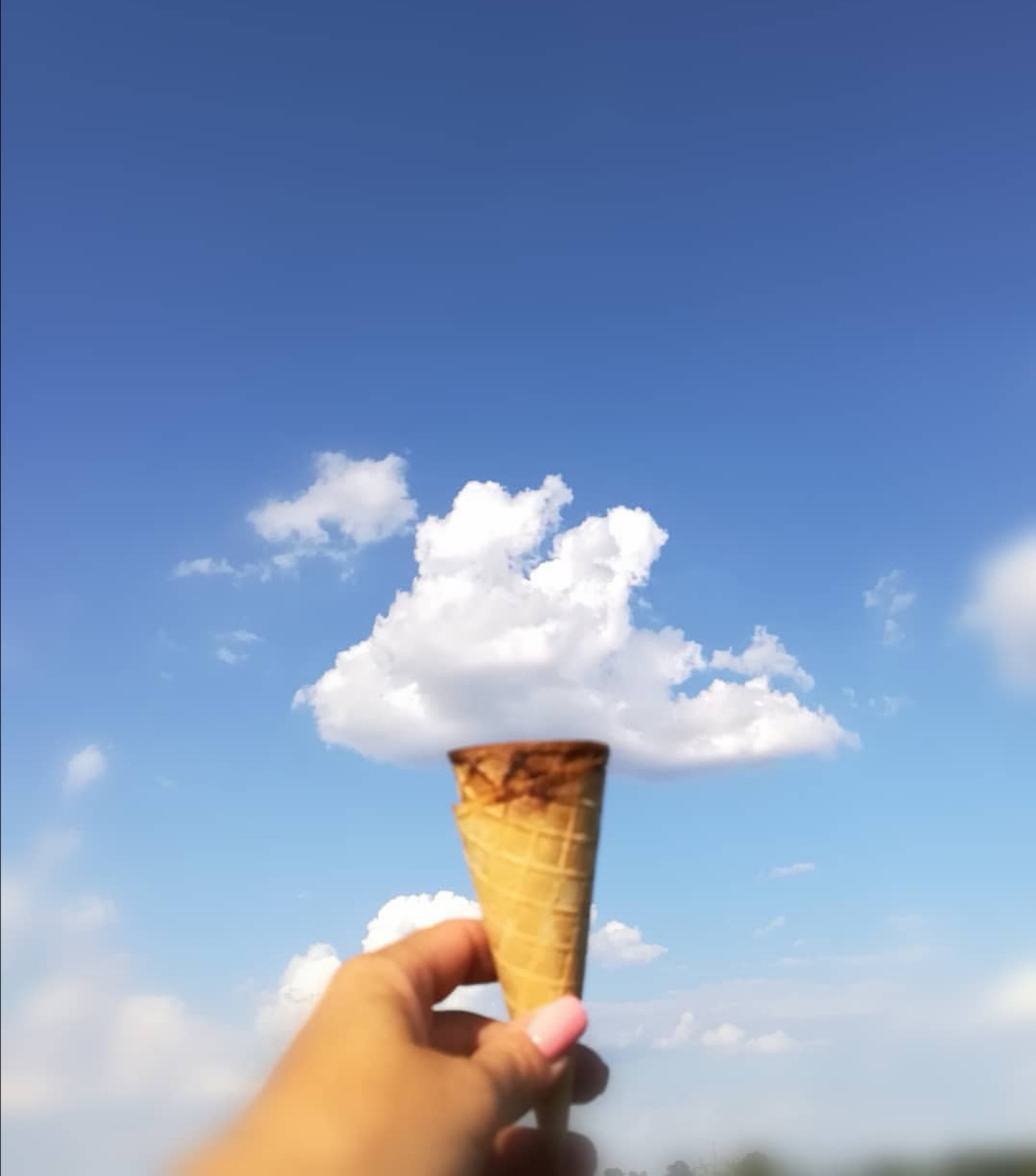 Waffel mit Wolke als Eis